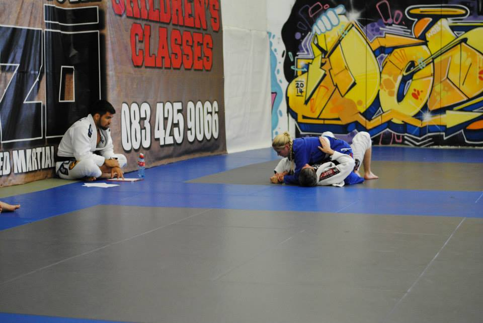 Theresa Macken locking in a keylock submission on Nathan